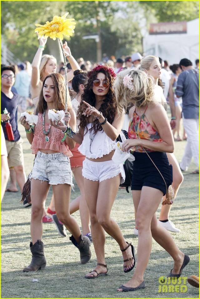 Coachella-Music-Festival-Day-Celebrity-Sightings-04132013-01-435x580